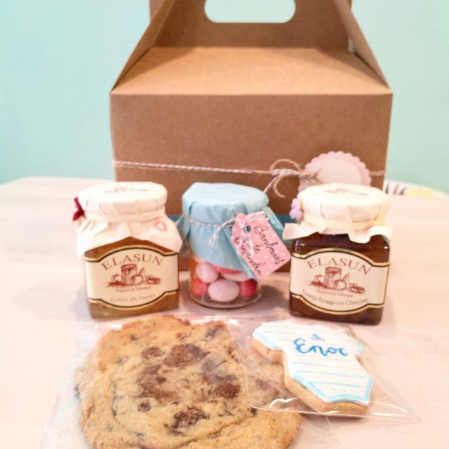 Caja regalo con galletas y meremeladas