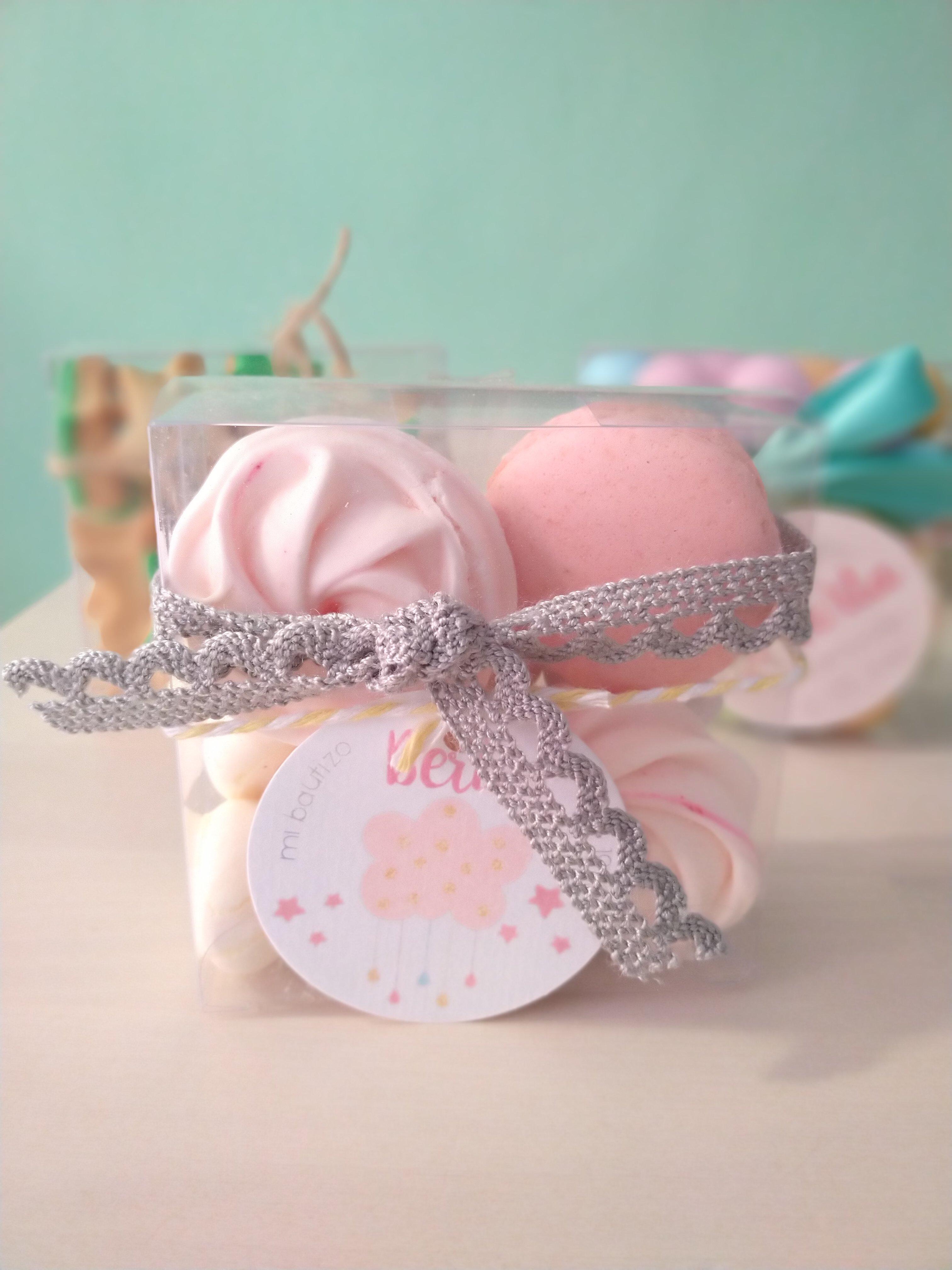 Cajita para comunion con merengues y macarons